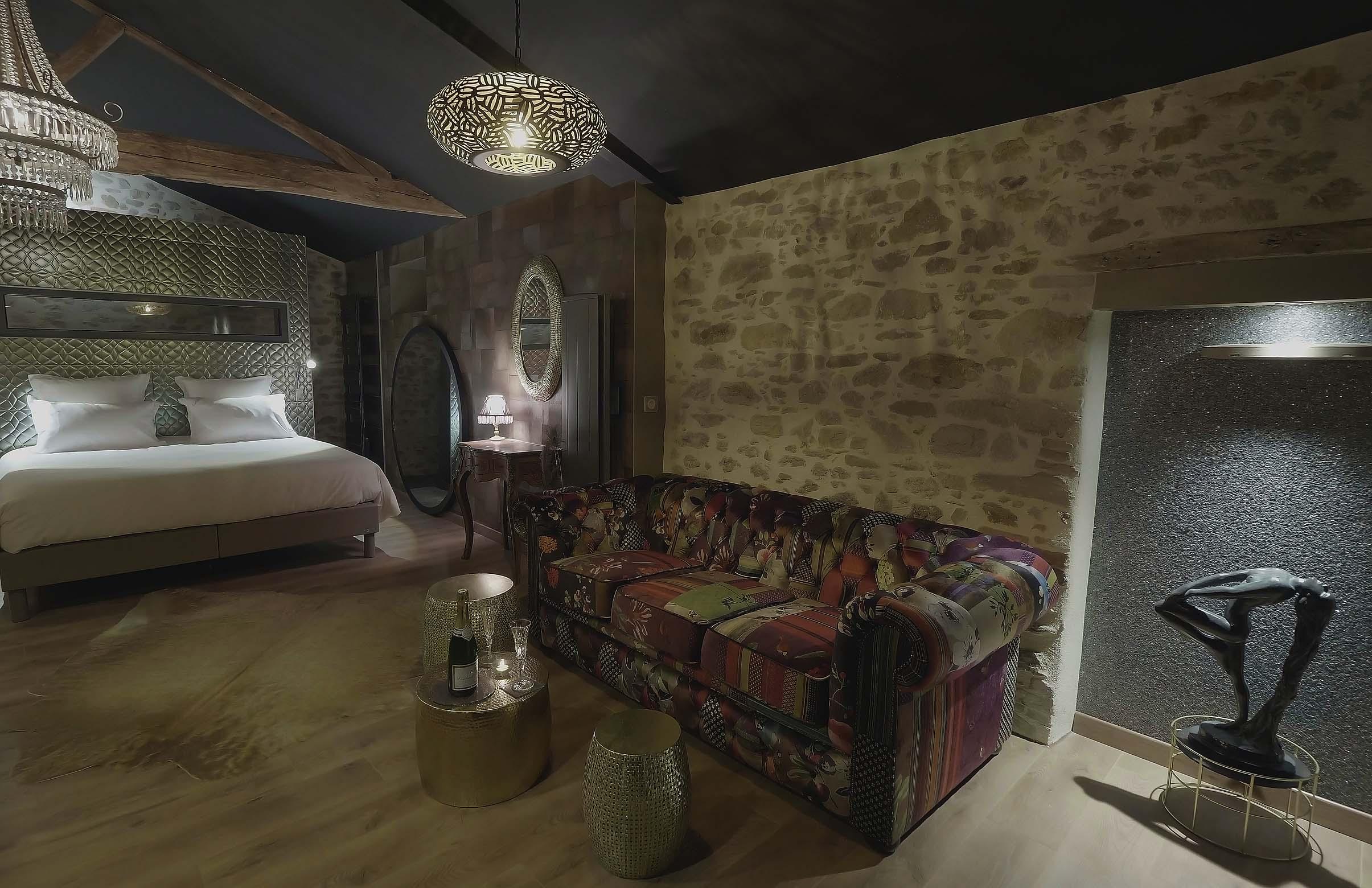 Love room avec spa privatif Chambre L'absolu